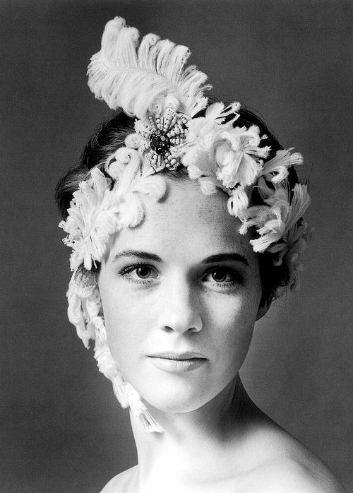 julie-andrews-photographed-by-cecil-beaton-1960_s